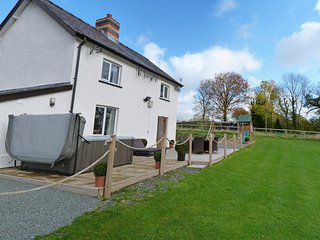 Famhouse located in Mid Wales with Hot Tub. Cwmcelyn: 386510
