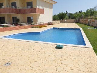 2 Bedroom penthouse Jardins da Guia (Free Wifi)
