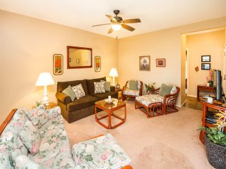 Comfy Ground Floor Condo w/Lanai, Updated Kitchen, Flat Screen, WiFi–Kaha Lani