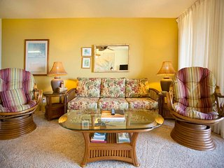 Family Favorite! Roomy 2-Level w/Kitchen+Laundry Perks, Lanai, WiFi–Makahuena