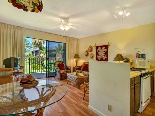Relaxed Style+Lush Vista! Wood Floors, Cable TV, Kitchen, Lanai–Molokai Shores