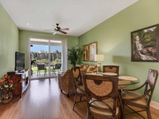 High-Style w/Lawn Off Lanai, Gourmet Kitchen, AC, WiFi, Laundry–Halii Kai