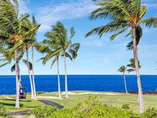 Luxe Style+Great View! Roomy 2-Story w/Kitchen, WiFi, Laundry–Halii Kai