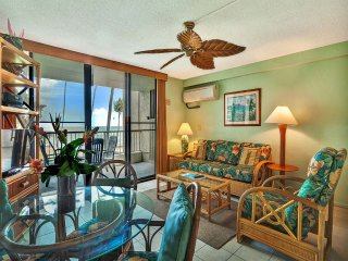 Pacific View+Island Style! Full Kitchen, Lanai, Washer/Dryer, WiFi, AC–Kona