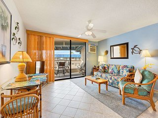 Island Ease+Ocean Vista Lanai! AC, Washer/Dryer, WiFi, Full Kitchen–Kona Reef