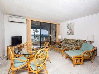 Sunset Bliss from Lanai! Tile Floors, Open Kitchen, Laundry, AC, WiFi–Kona Reef