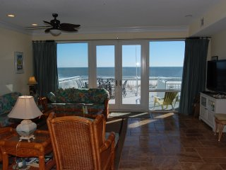 Lovely 4 BR / 3 BA Beachfront White Sands Townhouse on Pensacola Beach