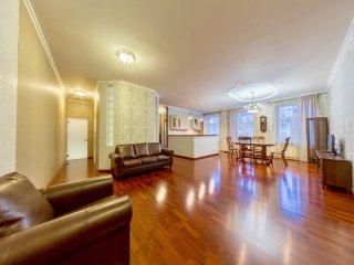 4 room hth24 apartment. Vladimirskiy pr.15 (54)