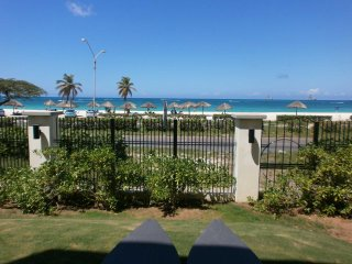 Ocean Extravaganza Two-bedroom condo - E121-2- BEACHFRONT -EAGLE BEACH