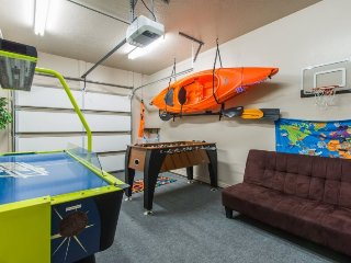 Red Rock Mountain View | AIR HOCKEY, FOOSBALL, DARTS, KAYAKS AND MORE!