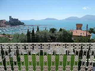 breathtaking view, 2 minutes walk from sea, garage -7 olivi