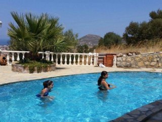Villa Sanny/Ferienhaus mit eigenem Pool in Strandnähe