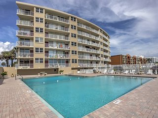 Cozy Daytona Beach Studio Condo - Walk to Beach!