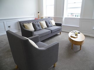 LUXURY APARTMENT IN THE HEART OF THE HISTORIC BARBICAN AND  MAYFLOWER STEPS