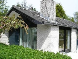 Bungalow with a fireplace at the Loosdrechtse Plassen