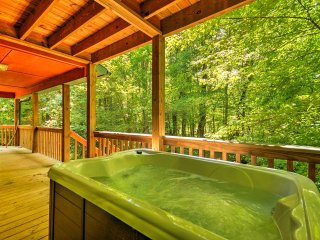 NEW! Private 3BR Epworth Cabin w/ Deck & Hot Tub!