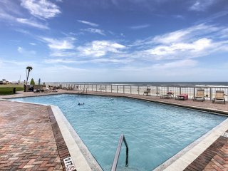 Waterfront Daytona Beach Shores Condo w/Amenities!