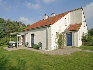 Spacious holiday home with dishwasher and fireplace on Texel