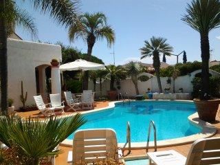 Villa con Piscina fronte spiaggia per 10 persone