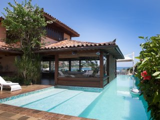 Buz023- Beachfront house with 7 bedrooms and pool in Búzios