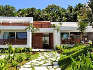 Pty002-Breathtaking 4 suites villa with pool in Paraty totally new