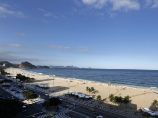 Rio078-Lovely 2 bedroom apartment in front of the sea in Copacabana
