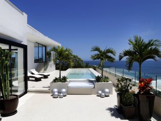 Rio001-Breathtaking beachfront penthouse with pool in Copacabana