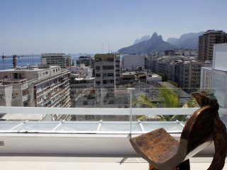 Rio053-Duplex penthouse in the heart of Arpoador with outdoor jacuzzi