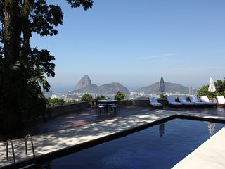 Rio019-Luxury mansion overlooking the city with pool, tennis court and garden