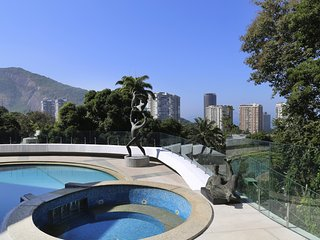 Rio010-Gorgeous architectural work from Oscar Niemeyer with pool & tennis court