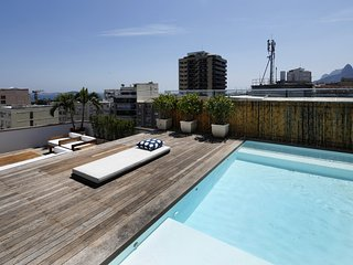 Rio009-Luxury 4 bedroom penthouse in Arpoador with private pool