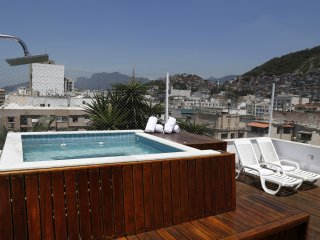 Rio073-4 bedroom penthouse in Copacabana Post 6 with rooftop sundeck and pool
