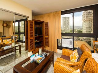 Has It All! Kitchenette, Sleep/Dine/Living Areas, TV, AC, WiFi–Waikiki Grand 722
