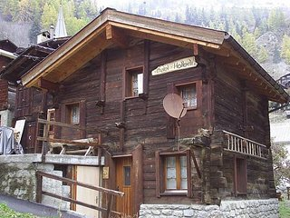 Very open chalet with comfortable and rustic dAccor.