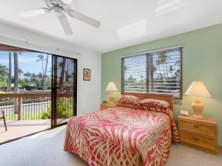 Kona Oceanfront Resort! Lanai w/Wet Bar, Full Kitchen, WiFi, Washer/Dryer