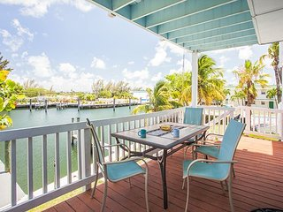 2BR Waterfront Home w/ 2 Docks & 7 Bikes, Walk to Bars & Eateries