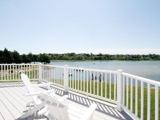 Updated 3BR Waterfront on Saltwater Town Cove w/ Private Dock, Sunrise Views