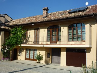Serralunga d'Alba Apartment Sleeps 5 with Pool Air Con and WiFi - 5818912