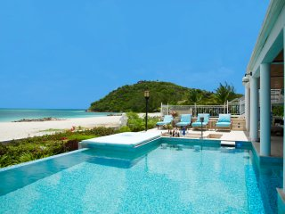 Spectacular Luxury Beachfront Villa 'H2O', private Swimming Pool & Cinema