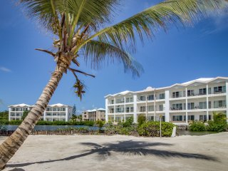Seaside condo w/ patio and shared pool - steps from the beach & restaurants!