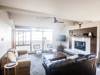 Luxury Ski In/Ski Out Condo Sleeps 7 W/ Slopeside View & Wood-Burning Fireplace