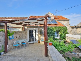 Stone house with pool to rent on a Croatian island