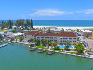 "Westwinds ""Tortuga"" 2B/2B Condo. Steps from the Beach w/ 3 Fishing Docks"