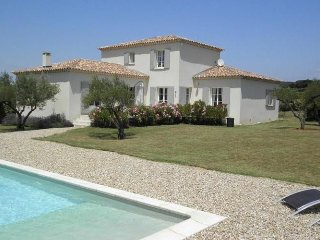 A beautiful new luxury villa close to Uzès.