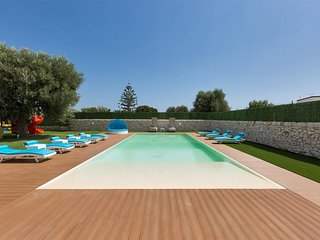 710 Apartment with Shared Pool in Villa in Monopoli