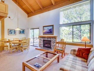 Spacious home w/ shared pool, sauna, & tennis - on-site golf & close to slopes!