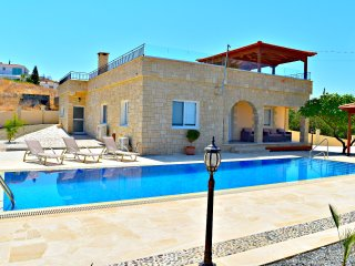 Heated Infinity Pool - Spectacular Sea Views - Pool Table - Wifi- Stunning Villa