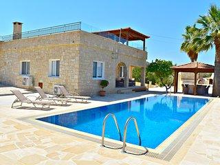 Amazing Sea Views - Heated Infinity Pool - Pool Table - Wifi - Roof Terrace