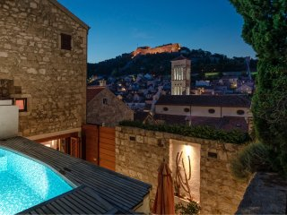 Luxurious 3-story 3-bathroom villa with heated pool in Hvar centre [V. Hedonist]