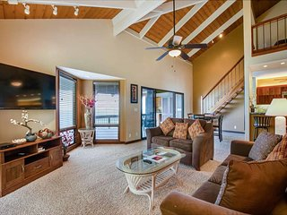 Live Large! Ocean Edge Bliss w/Luxe Bath+Kitchen, TV, WiFi, Lanai, Laundry